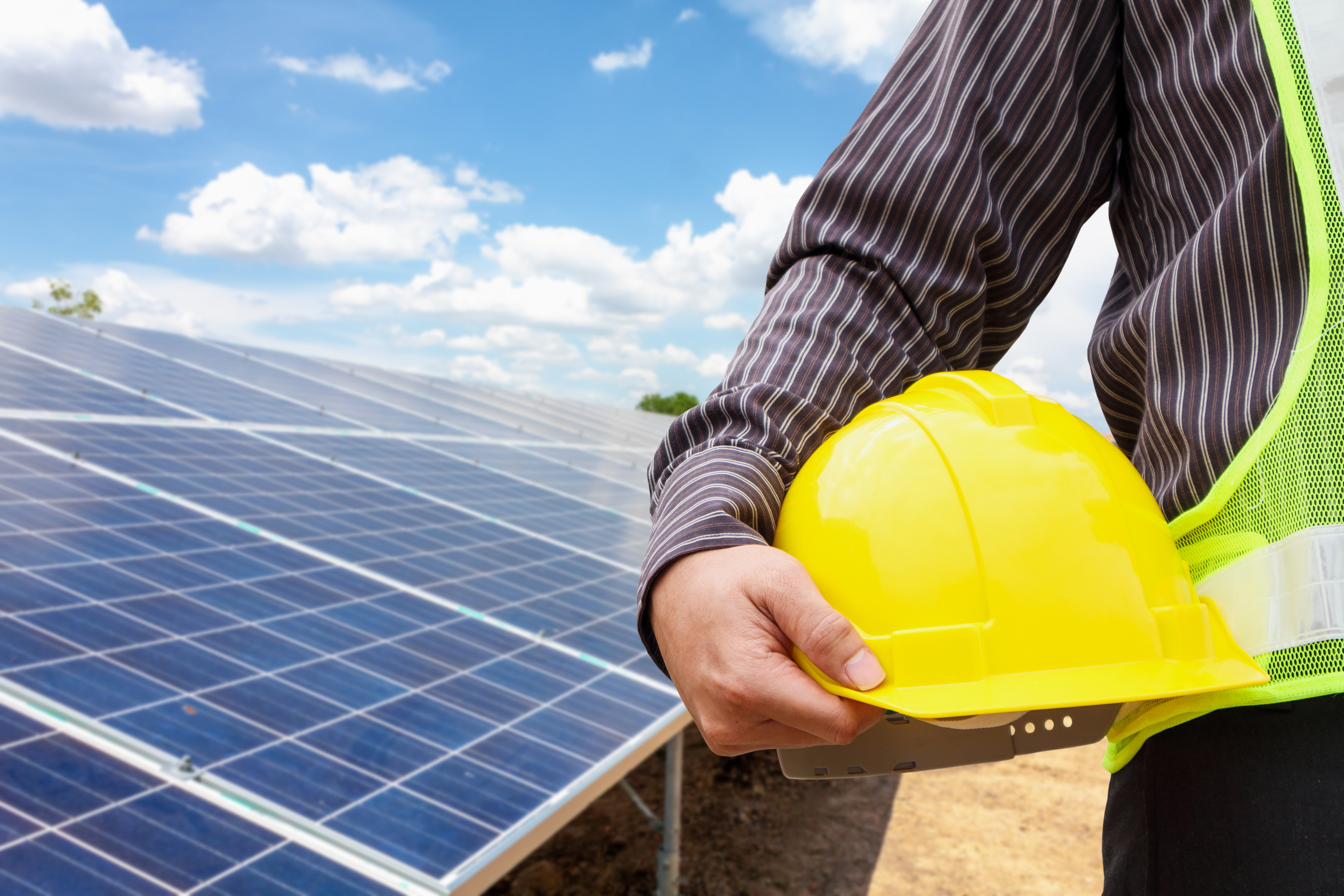 Imagem Riscos e soluções de segurança em sistemas fotovoltaicos - conheça o código NEC